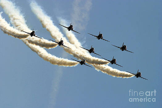 Red Arrows 2 by Alan Oliver