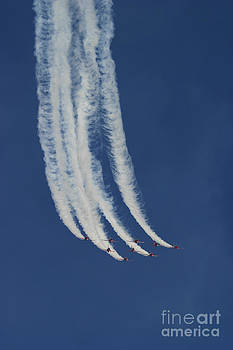 Red Arrows 3 by Alan Oliver