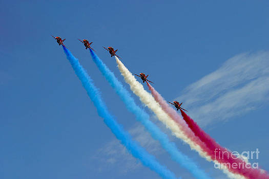 Red Arrows 4 by Alan Oliver