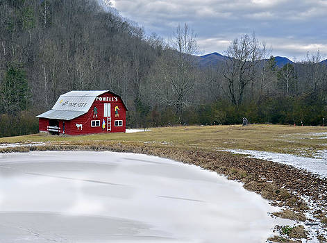 Red Barn in Tate City by Susan Leggett