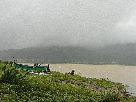 Resting Boat by Nandan NAGWEKAR