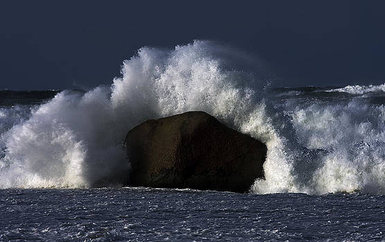 Rock V wave II by Tony Reddington