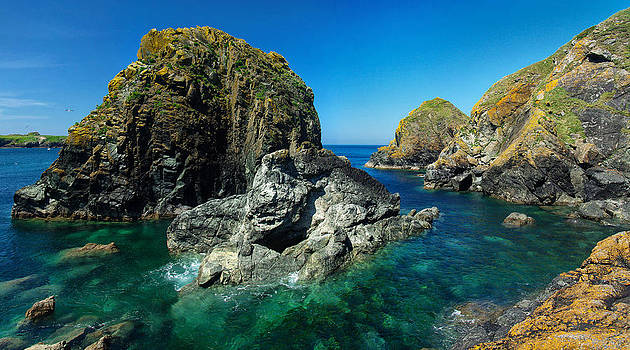 Scovarn Rock at Mullion by Pete Hemington