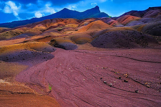 Jenny Rainbow - Seven Colored Earth in Chamarel II. Mauritius