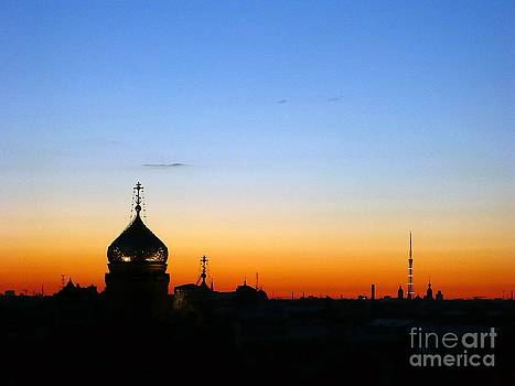 Silhouette in St. Petersburg by Lars Ruecker