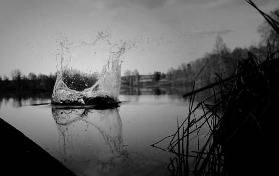 Simple Splash by Nicholas Kjellner