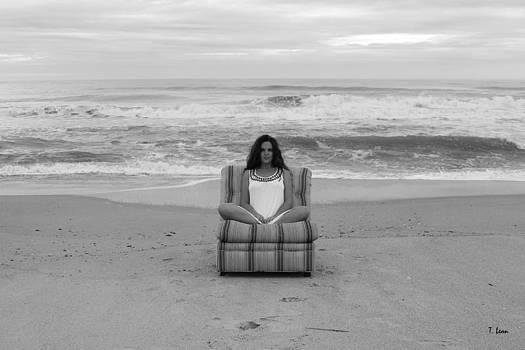 Sittinng on the beach by Thomas Leon