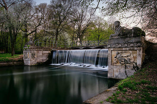 Small waterfall by Oleksandr Maistrenko