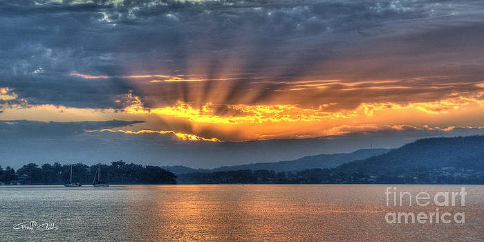 Smoky Rays Sunrise wallpaper screensaver and photo download. by Geoff Childs
