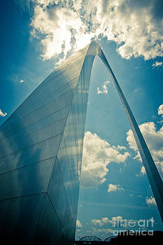 St. Louis Arch by Will Cardoso