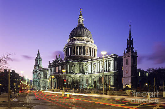 St Paul's Cathedral by Derek Croucher