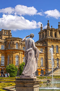 Patricia Hofmeester - Statue at the grounds of Blenheim Palace