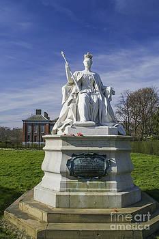 Patricia Hofmeester - Statue of Queen Victoria in 1837