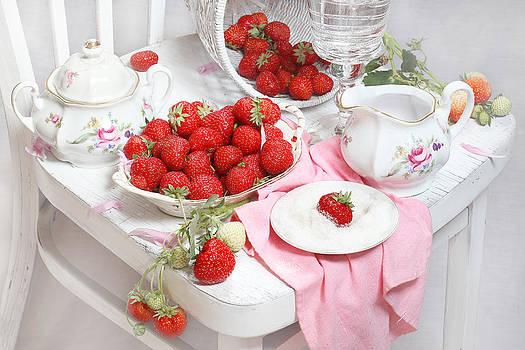 Still-life with a fresh strawberry by Marina Volodko
