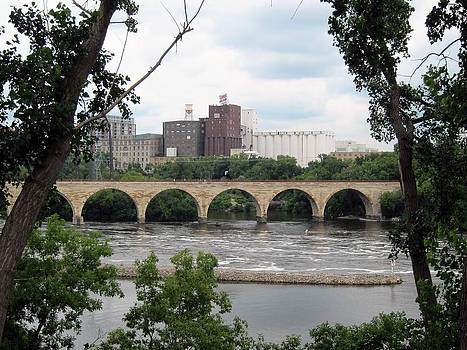 Stone Arch Bridge by Laurie Poetschke