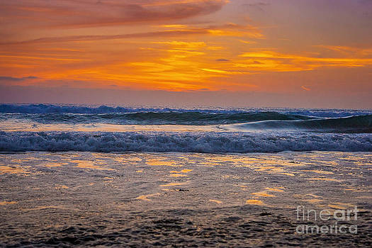 Sun and Sea by Linda Storm