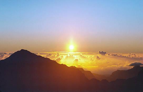 Daniel Furon - Sunrise Above the Clouds