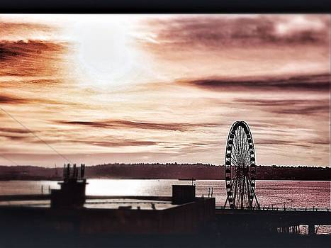 Sunset In Seattle by Frank Jackson