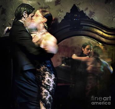 Tango - mirrored by Michel Verhoef