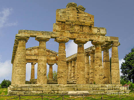 Patricia Hofmeester - Temple of Athena in Paestum