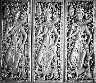 Thai molding art on the wall by Jeng Suntorn niamwhan