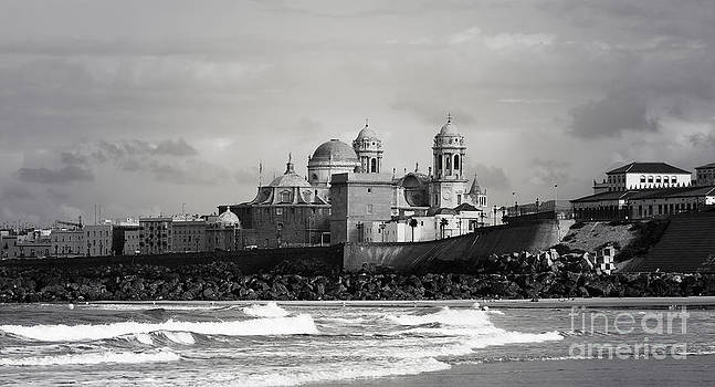 HJBH Photography - The bay of cadiz with the cathedral
