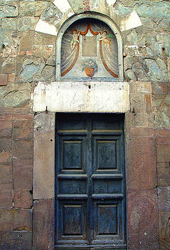 The Door To Lucca by Carolyn Marchetti