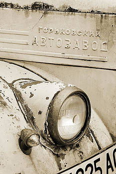 The eye of the old truck by Peter Til