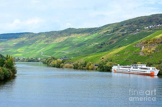 The Moselle in Bernkastel-Kues by Gisela Scheffbuch