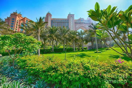 The Palm - Atlantis - Dubai by George Paris