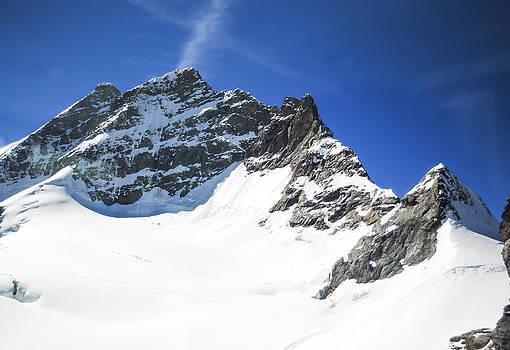 The Peak by Chaiyaphong Kitphaephaisan