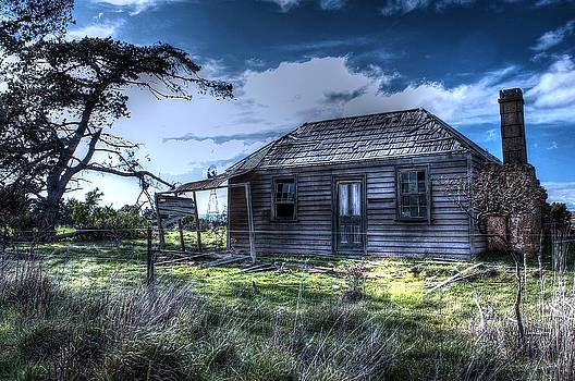 This old house .......... by Ian  Ramsay