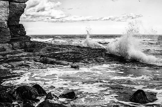 Thornwick Bay 2 by Glenn Hewitt