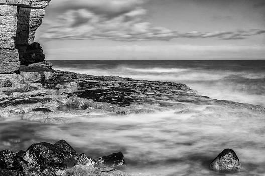 Thornwick Bay 3 by Glenn Hewitt