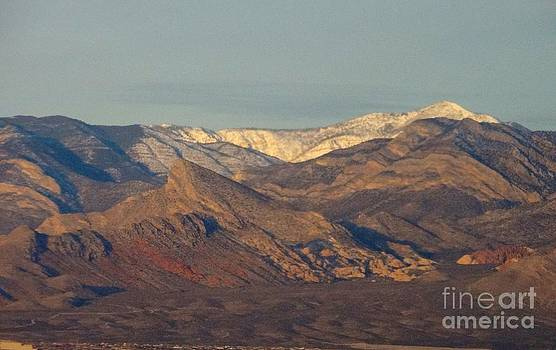 Those beautiful snow cap mountains of NV by Linda Xydas