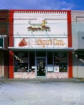Tiger's Den  Watertown Tennessee by   Joe Beasley