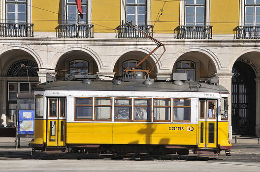 Tram number 28 by Henrique Souto