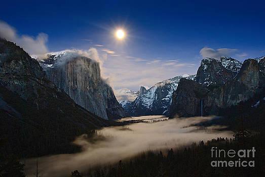 Jamie Pham - Twilight - Moonrise over Yosemite National Park.