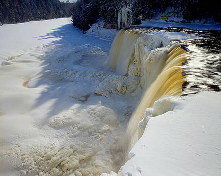 Upper Tahquamenon Falls by Tim Hawkins