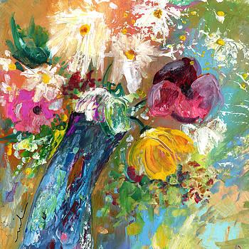 Miki De Goodaboom - Vase with White Daisies