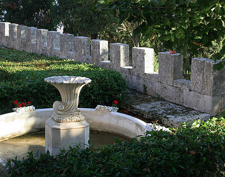 Villa Lecchi Fountain by Vicki Hone Smith