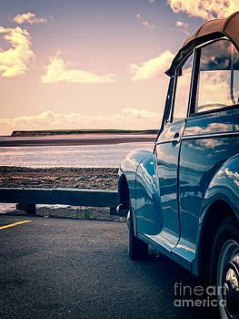 Edward Fielding - Vintage Car at the beach