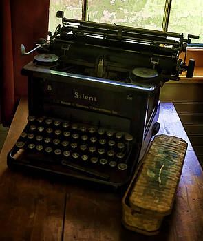 Lynn Palmer - Vintage Silent Typewriter