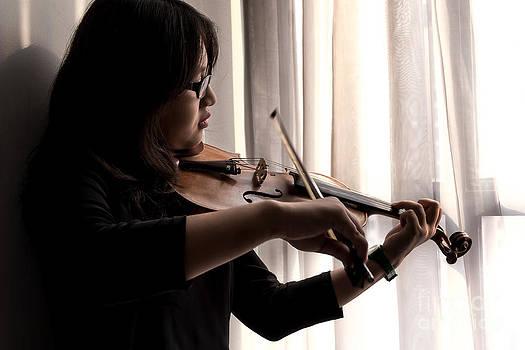 Violinist by Frederiko Ratu Kedang