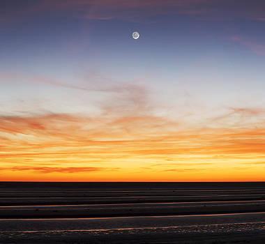 Waning crescent moon from South Hemisphere by Alfredo Rougouski