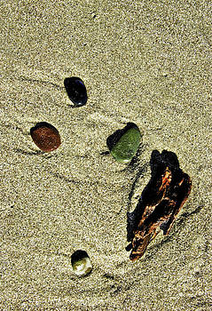 Washed up rocks by Rod Mathis