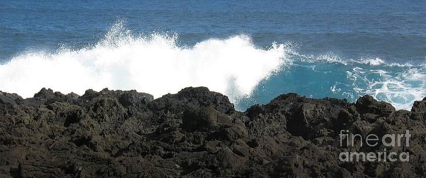 Wave - Vague - Ile De La Reunion - Reunion Island by Francoise Leandre
