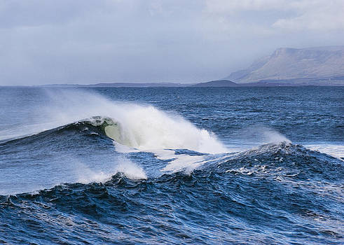 Waves in easkey 4 by Tony Reddington