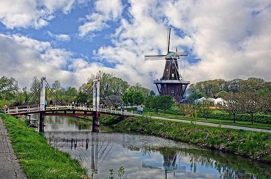 Windmill by Cheryl Cencich