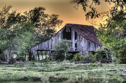 Windom Barn at Sunset by Lisa Moore